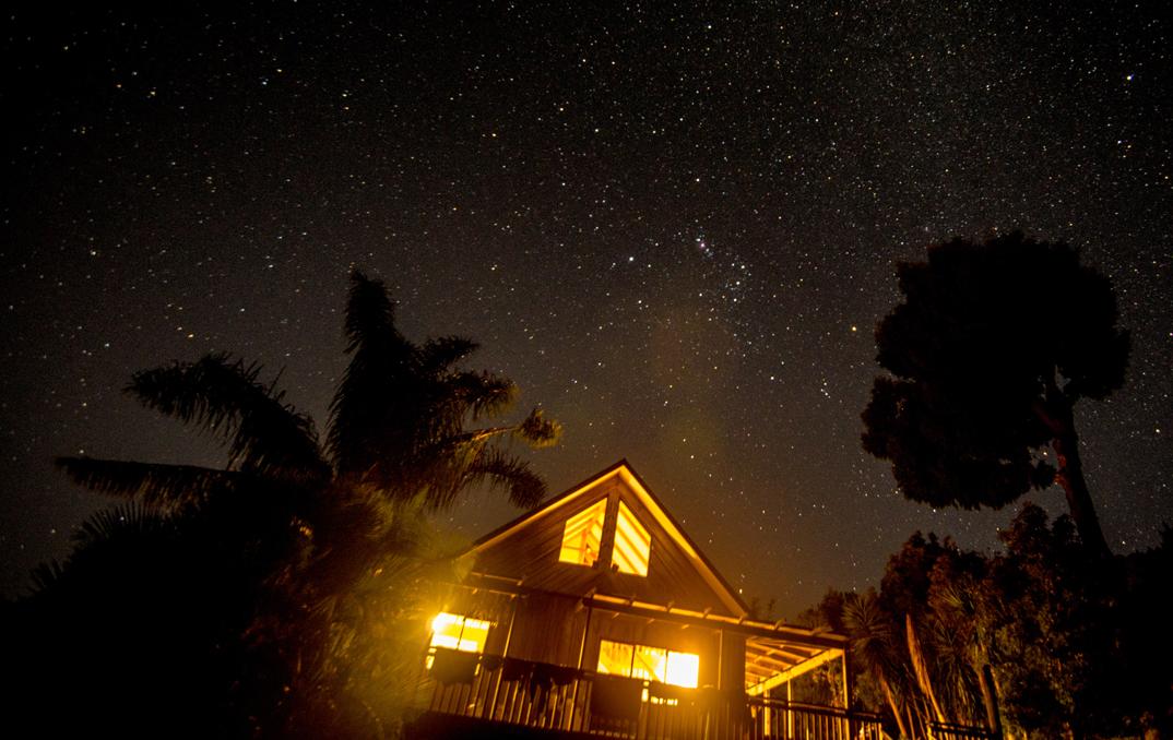 Les quartiers généraux de SUP Bro, un endroit idéal pour faire de l'astro-photographie! ~ photo par Sean O'Connor