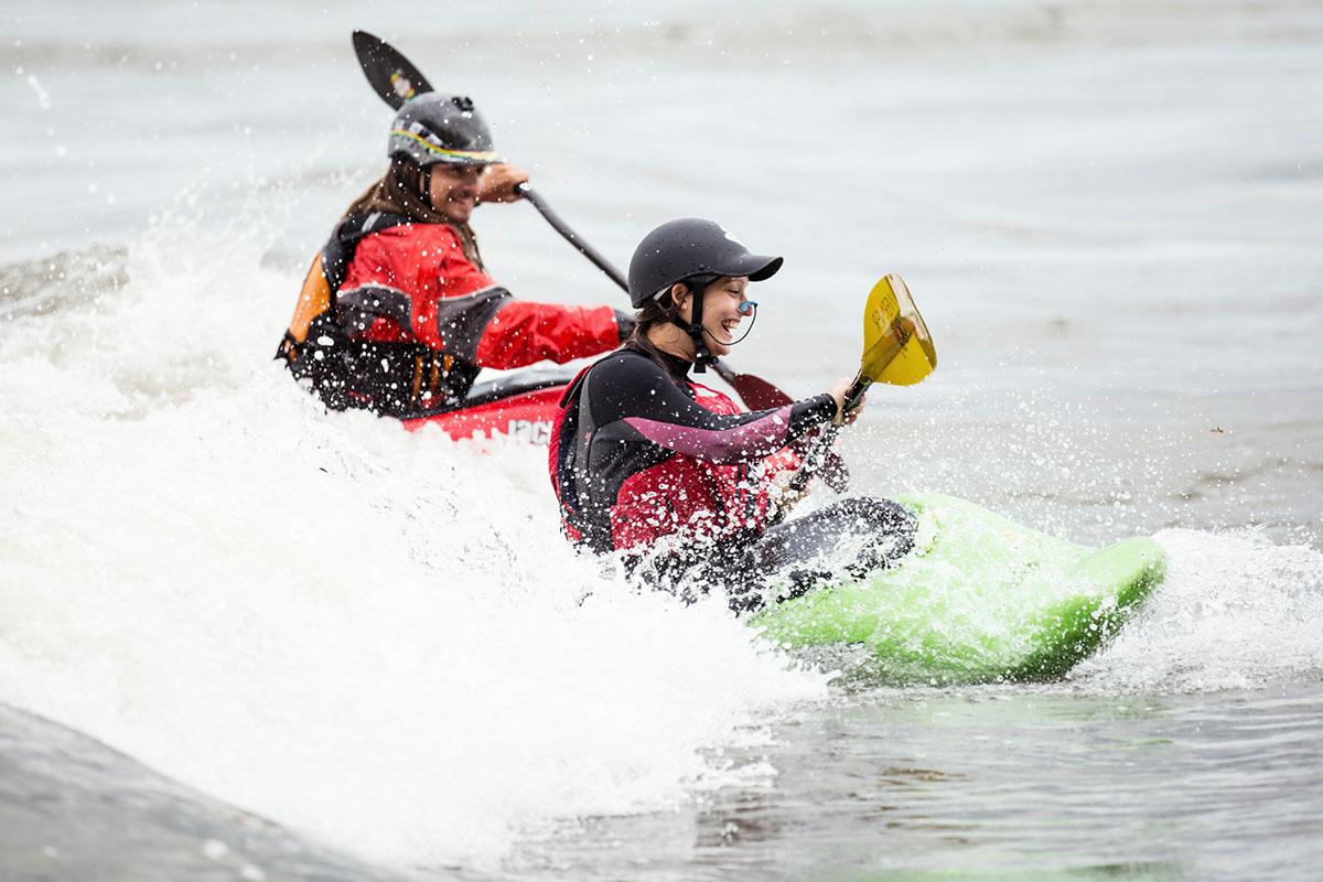 Cours et activités de kayak de randonnée et d'eau vivre, en plein coeur du Saint-Laurent à Montréal.