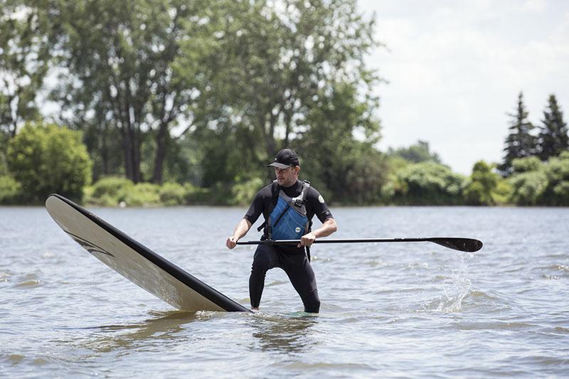 Cours et activités de SUP (stand up paddleboard), en plein coeur du Saint-Laurent, à Montréal. Equipement fournis, plaisirs garantis.