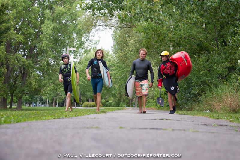 Activités pour les groupes scolaires en SUP, surf et kayak, en plein coeur du fleuve Saint-Laurent à Montréal. Des moments inoubliables, sourires garantis. Venez vous rafraichir avec nous cet été.