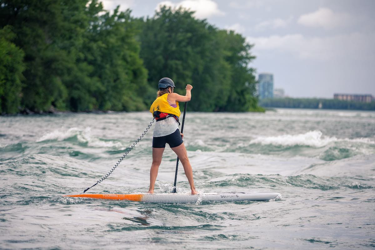 Cours de SUP en eau vive offert par KSF Montréal - SUP, Surf, Kayak - Photo Mike Hilteman